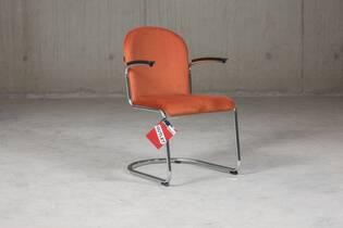 Gispen 413RL stoel bekleed met Manchester ribstof, kleur terra