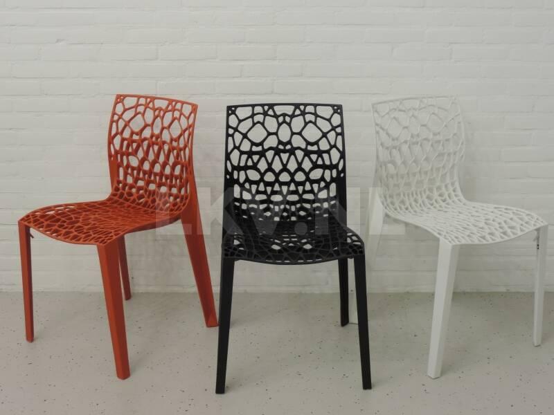 Coral design stoelen in de showroom van LKV